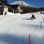 湯の丸スキー場のちびっ子向けそり専用ゲレンデ